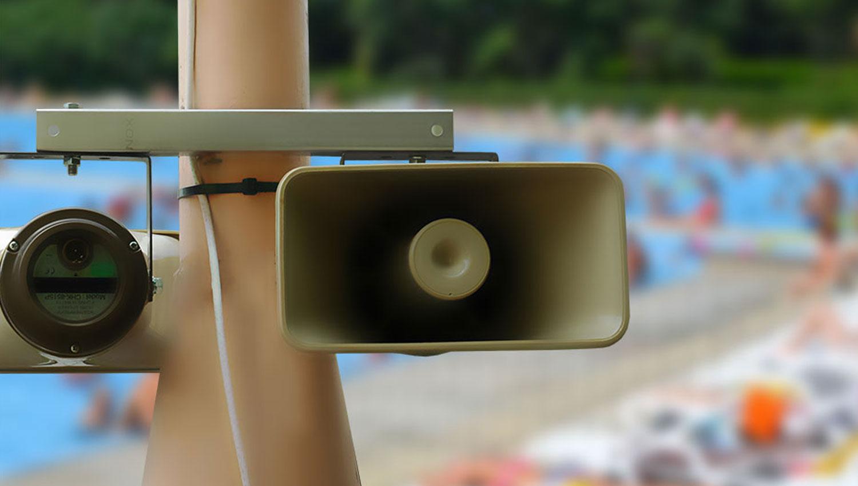 Cuándo usar un sistema de megafonía en lugar de sirenas electrónicas
